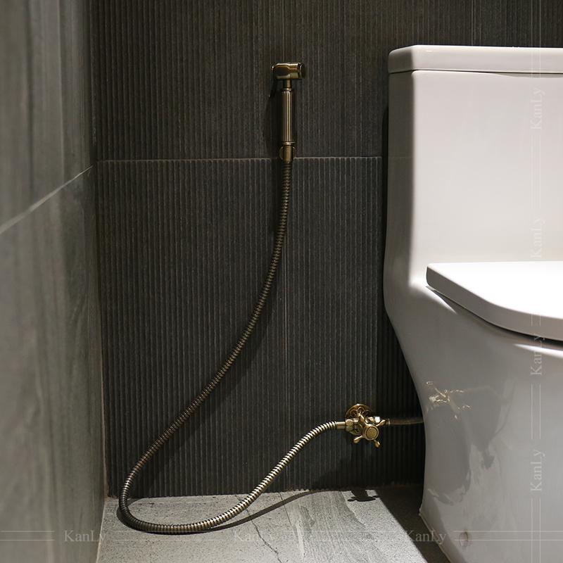 Vòi xịt vệ sinh bằng đồng