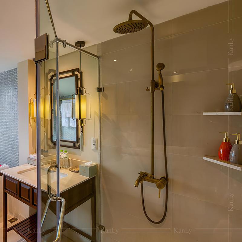 Sen cây tắm đứng bằng đồng, kiểu cổ điển
