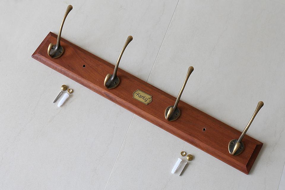 Móc treo quần áo gỗ gắn tường tiện lợi