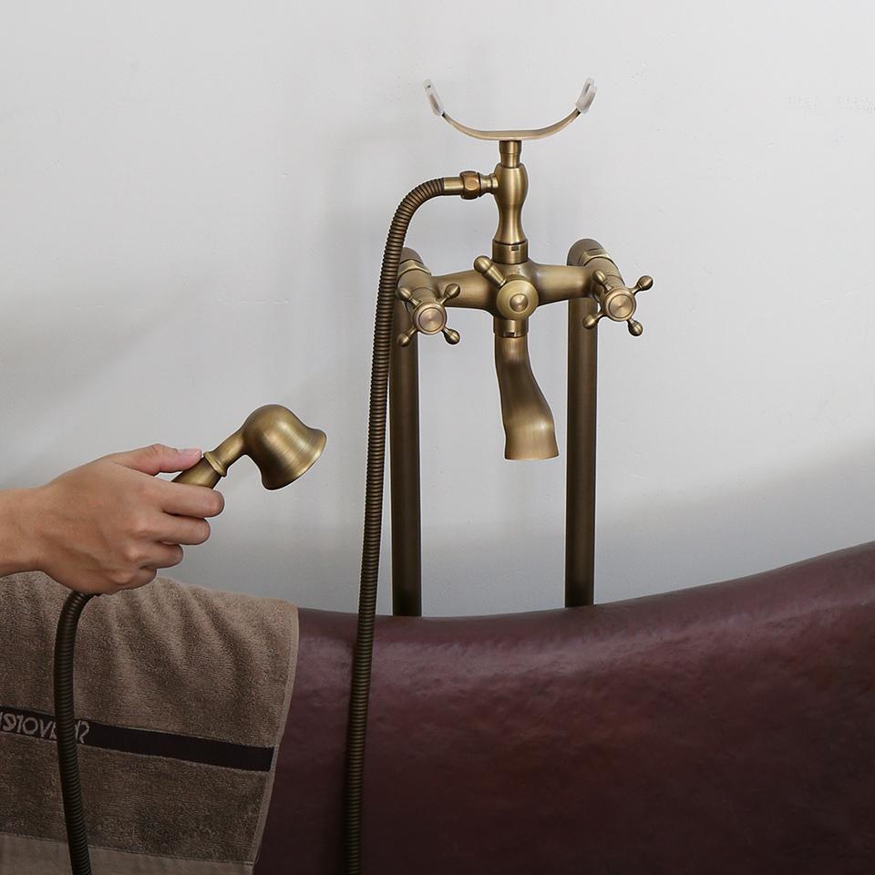 Nổi bật khi kết hợp với bồn tắm đồng thau cổ điển