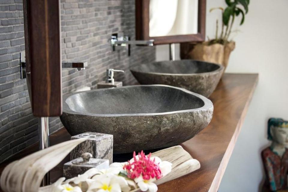 Lựa chọnchậu đá cuội tự nhiên, lavabo đá cuội cho không gian phòng tắm