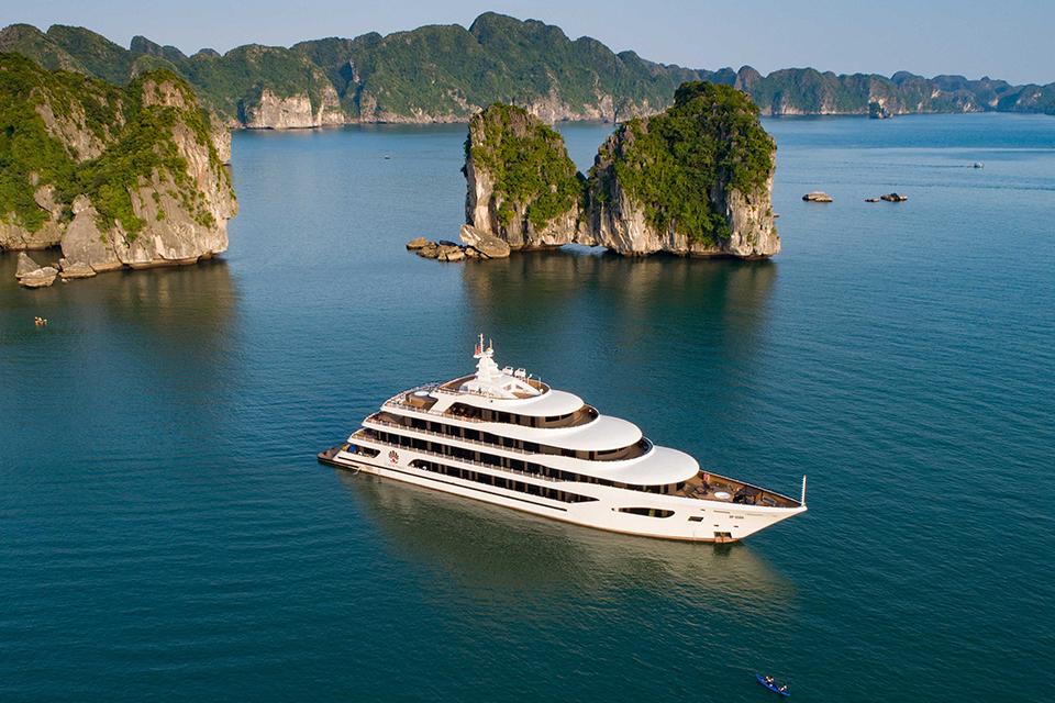 Du thuyền Scarlet Pearl Cruises tại Vịnh Hạ Long