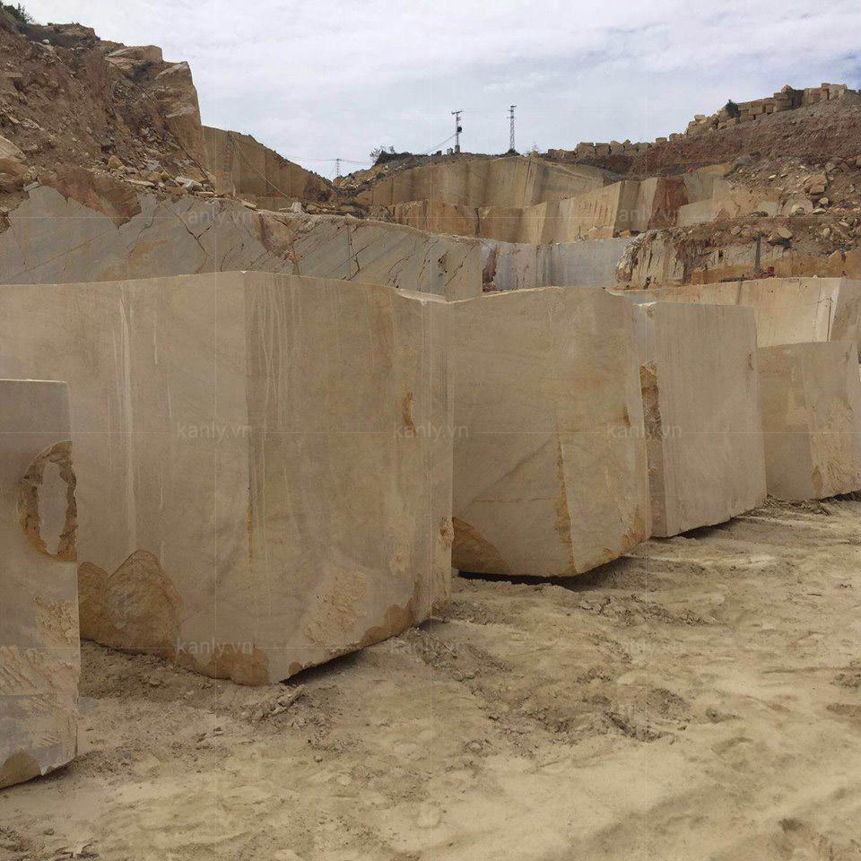 Mỏ khai thác đá sản xuất lavabo đá tự nhiên vàng socola MAR64V