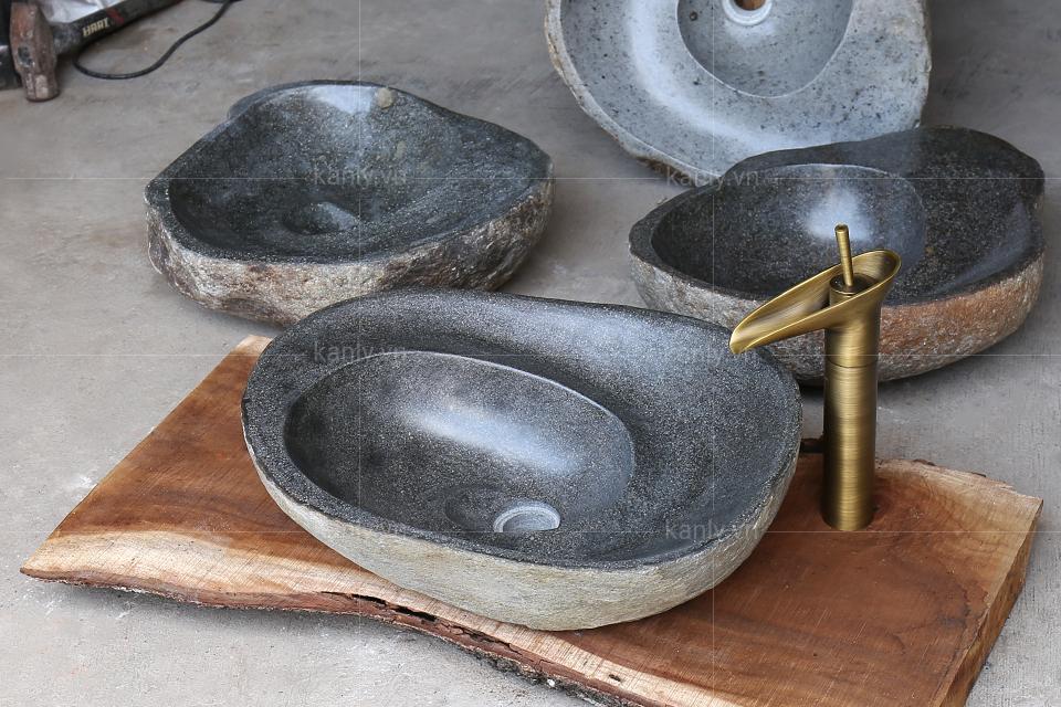 Chậu lavabo đá cuội MAR15Si kết hợp với phụ kiện bằng đồng thau mộc mạc
