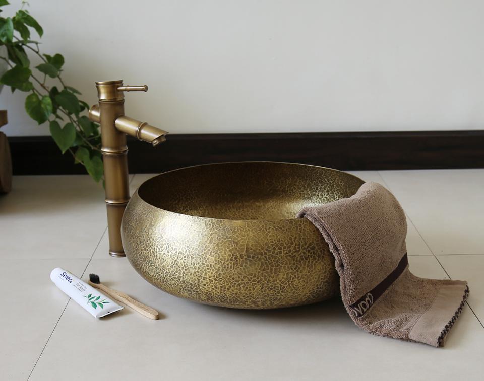 Bồn rửa tay đồng thau giả cổ RSC122V phù hợp cho không gian phòng tắm cổ xưa, mộc mạc