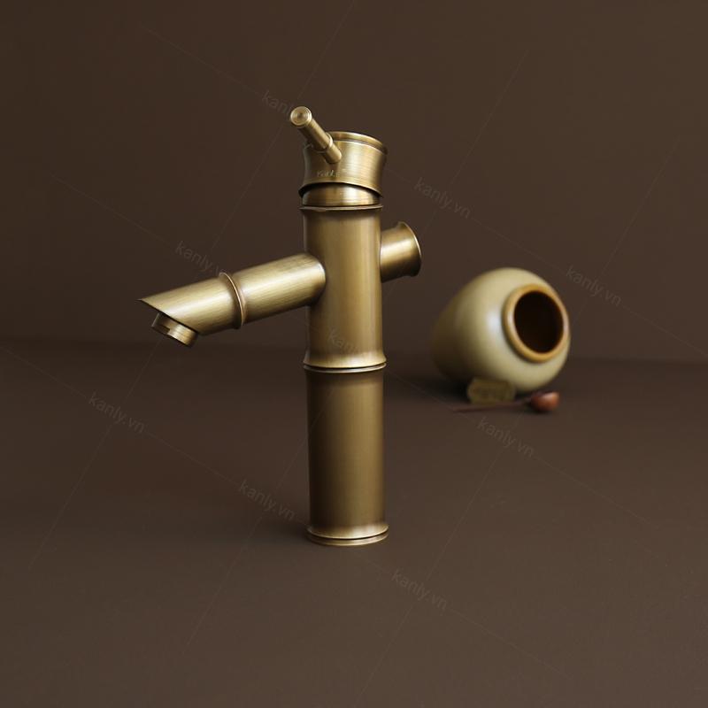 Cần gạt nước kiểu gật gù quen thuộc, dễ sử dụng
