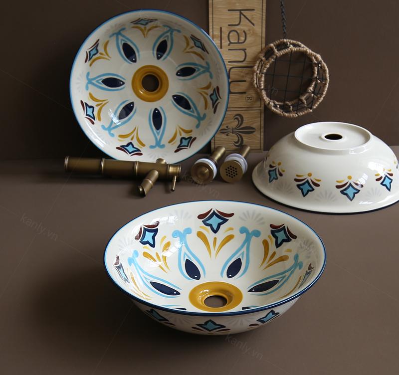 Bồn rửa bằng sứ thể hiện phong cách mộc mạc, gần gũi quen thuộc