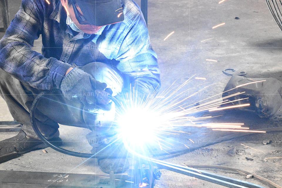 Thợ hàn rèn kim loại sắt đặc đúc