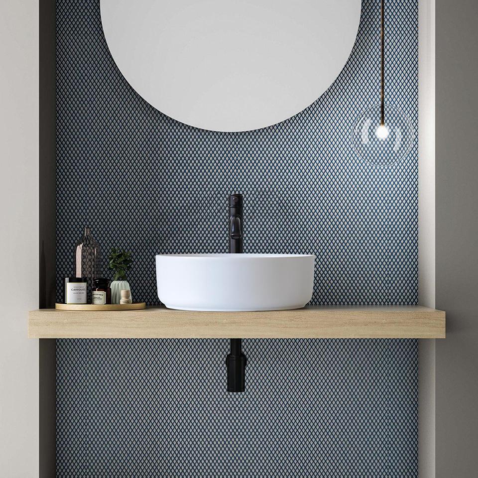 Chậu lavabo sứ màu cho không gian phòng tắm phong cách Colour-Block
