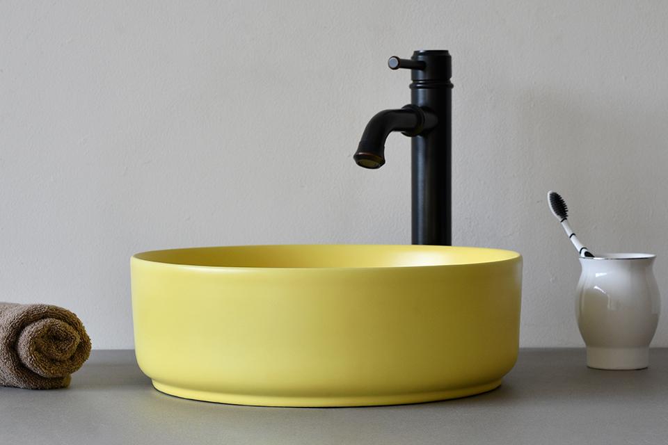 Chậu rửa mặt ceramic màu vàng SU524 độc đáo