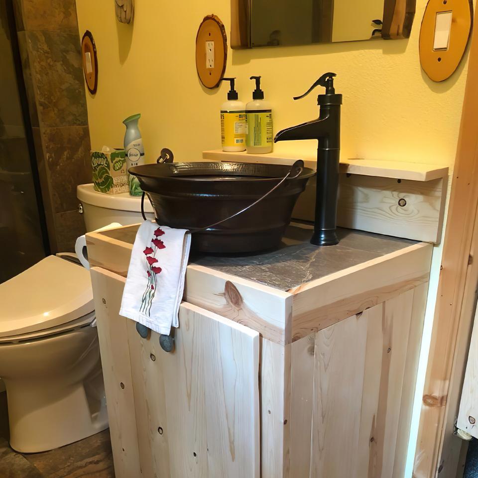 Bồn rửa tay bằng đồng thau mang phong cách đậm chất mộc, rustic