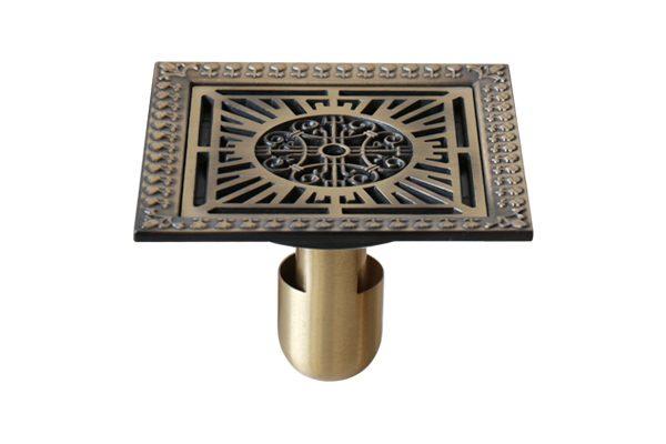 Phễu bằng đồng đúc kiểu GCP22 là một kiểu dáng hoa văn và cổ kính nhưng sang trọng, hoàng gia.