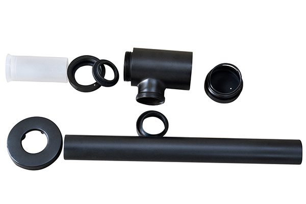 Ống thoát kiểu dáng đơn giản dễ lắp đặt vận hành và bảo trì, có thể cắt bỏ bớt để có chiều dài phù hợp với vị trí lắp đặt, chụp che thẩm mỹ mối nối giữa ống và tường nhà