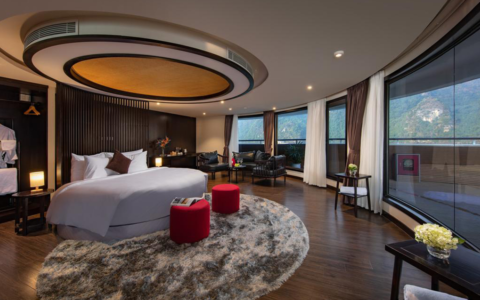 Du thuyền Scarlet Pearl Cruises mang phong cách thiết kế dựa trên cảm hứng từ nghệ thuật bài trí nội thất truyền thống của miền Bắc Việt Nam