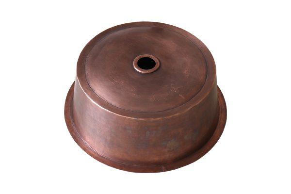 Bồn rửa bằng đồng RSC602 có chất lượng nặng dày, chắc chắn, gia công theo yêu cầu và được làm thủ công từ đôi tay khéo léo của những người thợ lâu năm