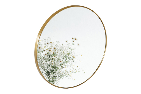 Gương tròn treo tường bằng đồng PK11.01 sở hữu nét đẹp mỹ thuật cổ điển, sang trọng, tạo điểm nhấn nổi bật và mang đến cảm giác thoải mái, mộc mạc